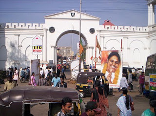Amma, tuktuks and the gates of the East Fort (TrivandrumDistrict blog photo)