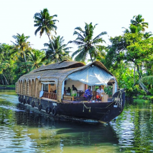 10 Reasons To Visit Kerala